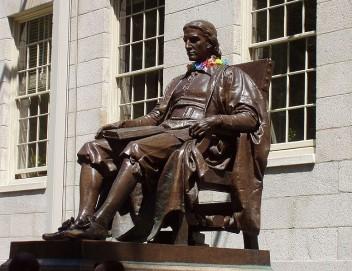 Pomnik Johna Harvarda (Fot.Jessica Williams, wikipedia.pl)
