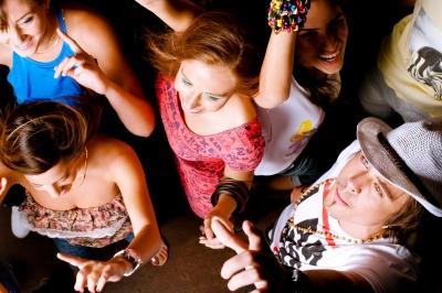 Jak bawią się studenci (Fot.freedigitalphotos.net)