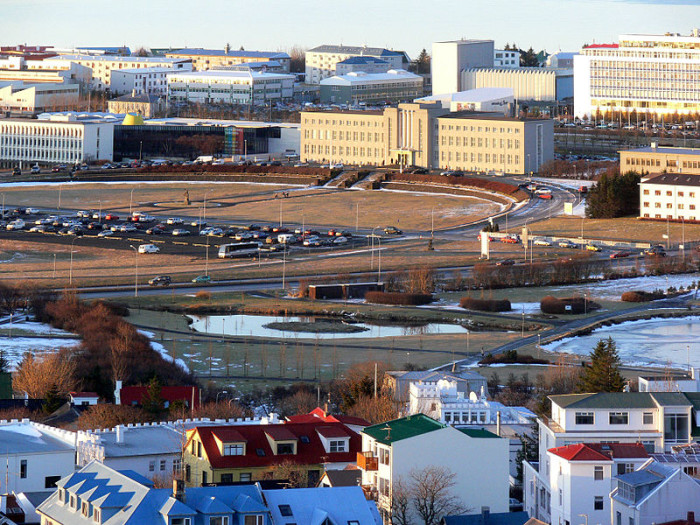 Uniwersytet Islandzki (Fot.Christian Bickel,wikipedia.org)