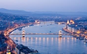 Budapeszt nocą (fot.freedigitalphotos.net)
