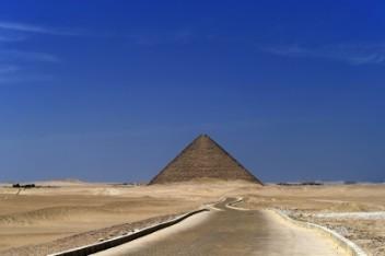 Piramida (foto freedigitalphoto.net)