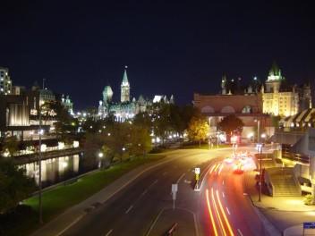 Ottawa nocą (fot.wikipedia.org)