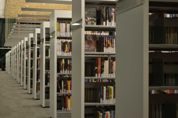 Biblioteka uniwersytecka (fot.pixabay.com)