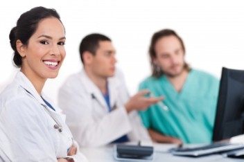 Współpraca z lekarzami i studentami z całego świata (fot.freedigitalphotos.net)
