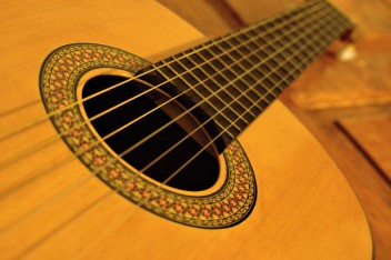 Oligofrenopedagogika z arteterapią-gitara (fot.morguefile.com)