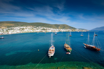 Turcja - Port w Bodrum (fot.www.fostertravel.pl)