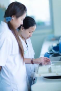 Po tym kierunku możesz pracować na przykład w przemyśle farmaceutycznym (fot.freedigitalphotos.net)