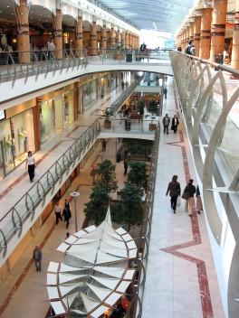 Tajemniczy klient często swoją pracę wykonuje w galeriach handlowych (fot.freeimages.com)