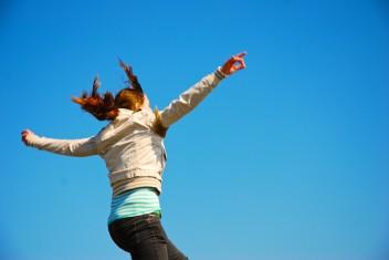 szczęśliwa dziewczyna (fot.freeimages.com)