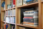 książki w w bibliotece (fot.freeimages.com)