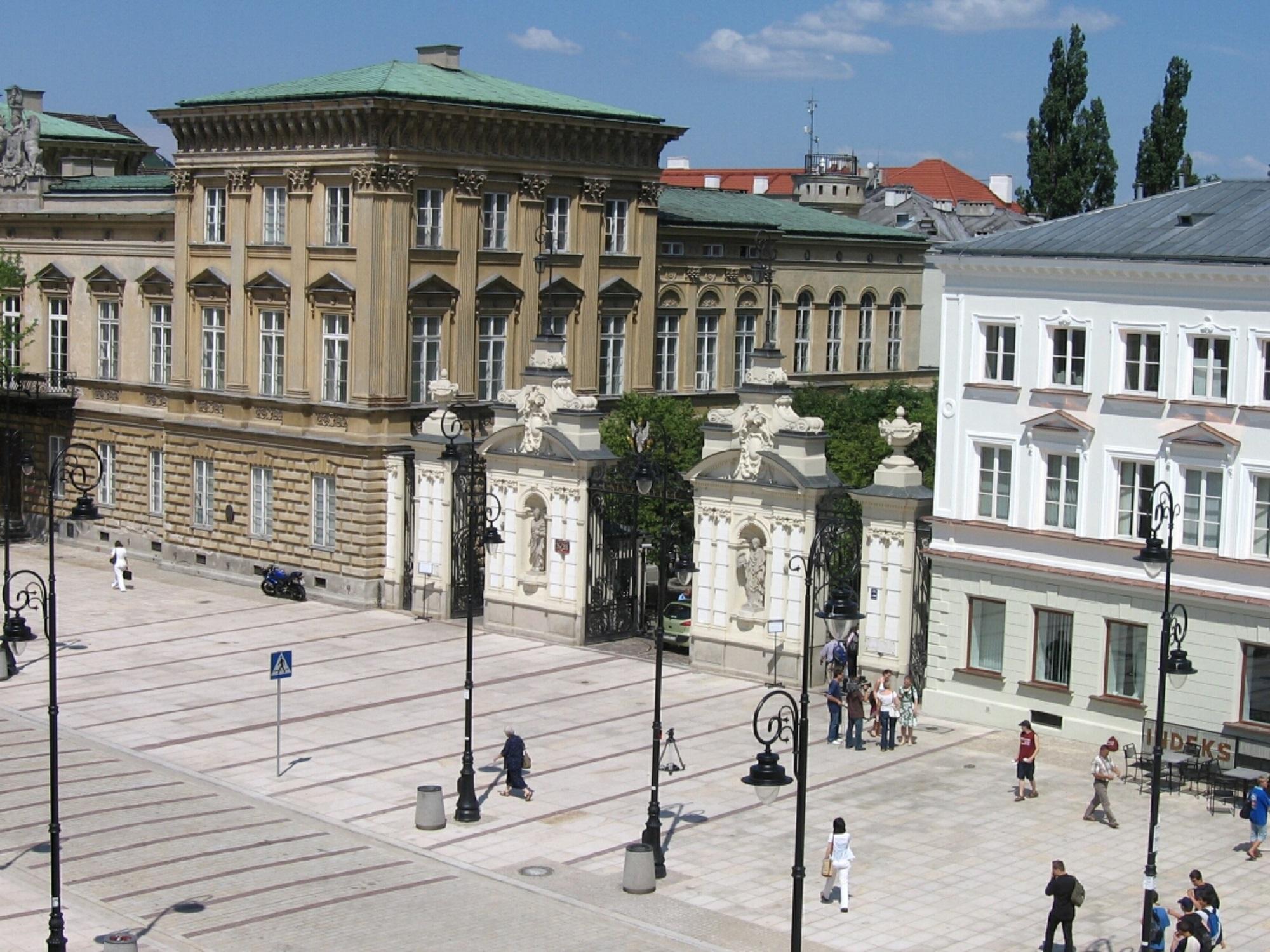 Brama Główna Uniwersytetu Warszawskiego (fot. Wikipedia)