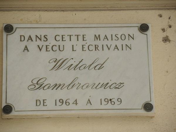 Tablica pamiątkowa na Villi Alexandrine (Vence), w której od października 1964 do marca 1969 mieszkał Witold Gombrowicz (fot. Wikipedia)