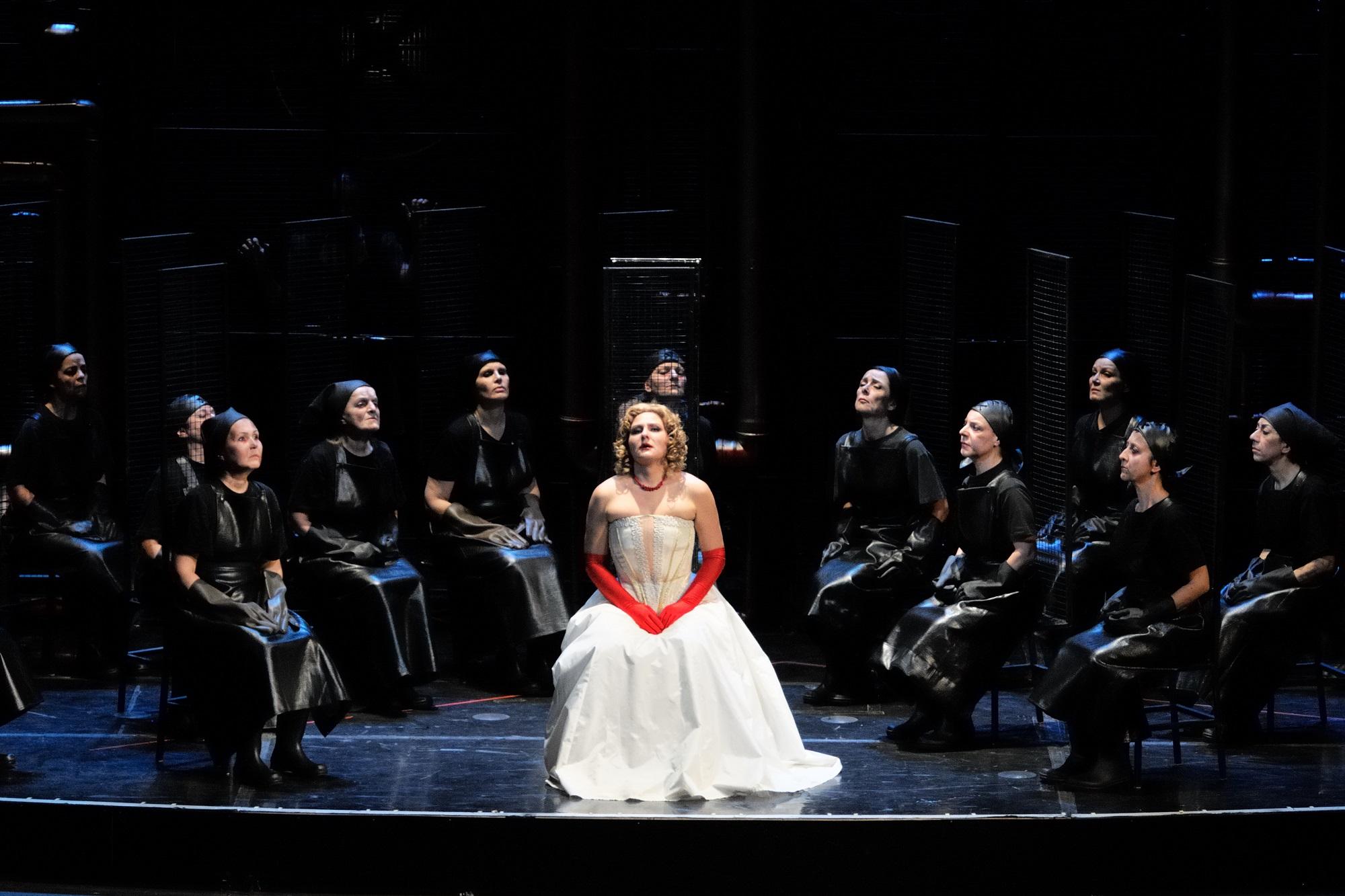 Sztuka Makbet wystawiana we włoskim teatrze Comunale Bologna (fot. Wikipedia)