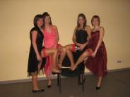Maturzystki pokazują podwiązki - kto chciałby być krzesłem?